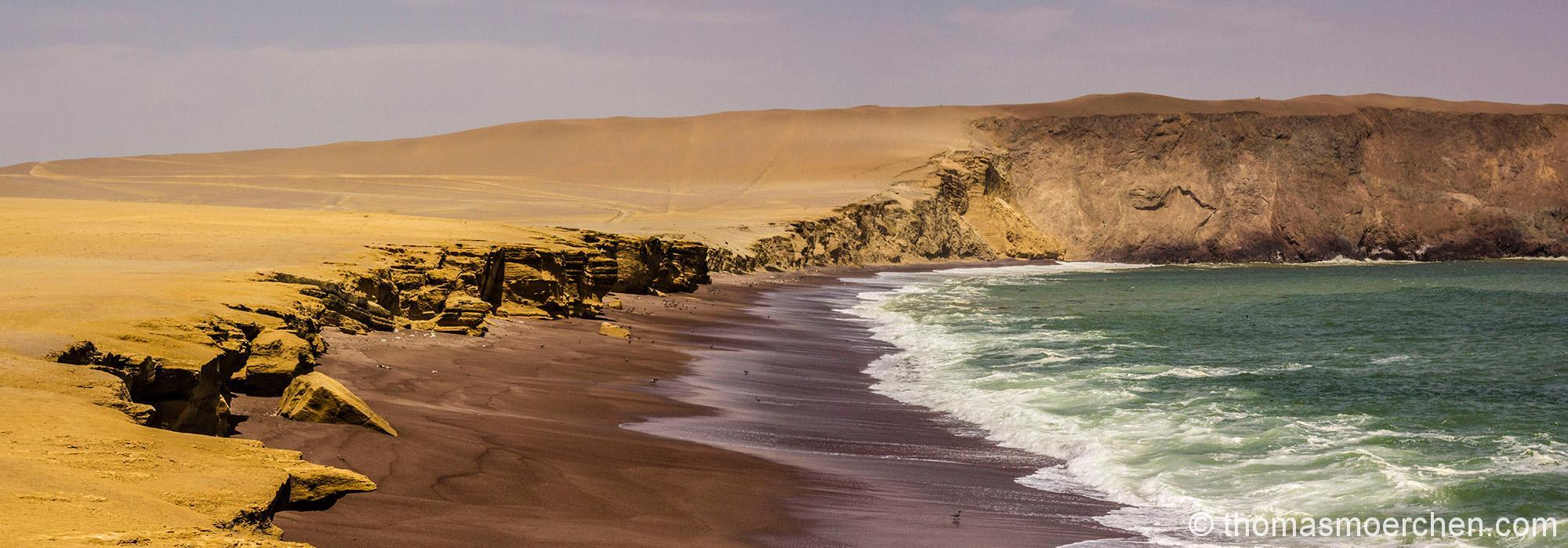 Playa roja - Roter Strand wird dieser Bereich genannt, da vulkanische ablagerungen hier angespült werden und tatsächlich rot anmutender Sand dort liegt.